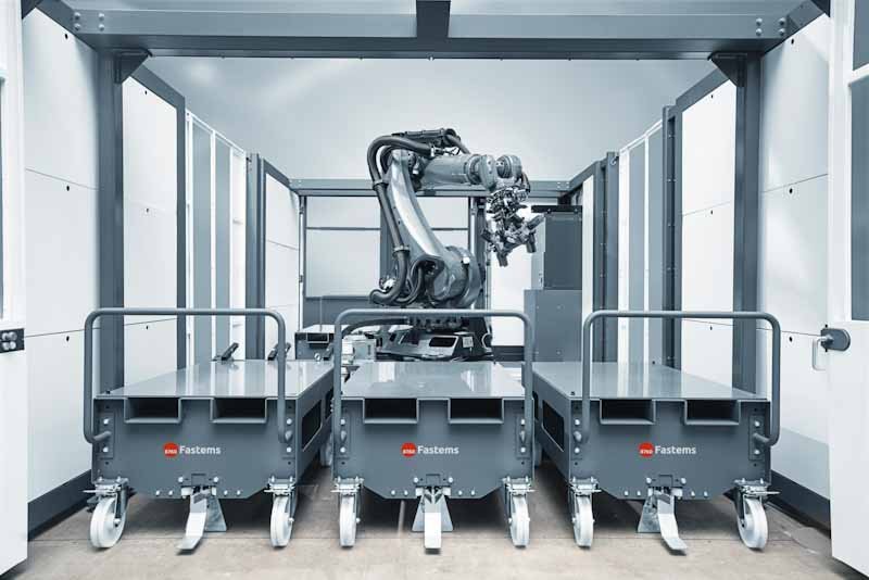 Roboterzelle mit Materialstationen