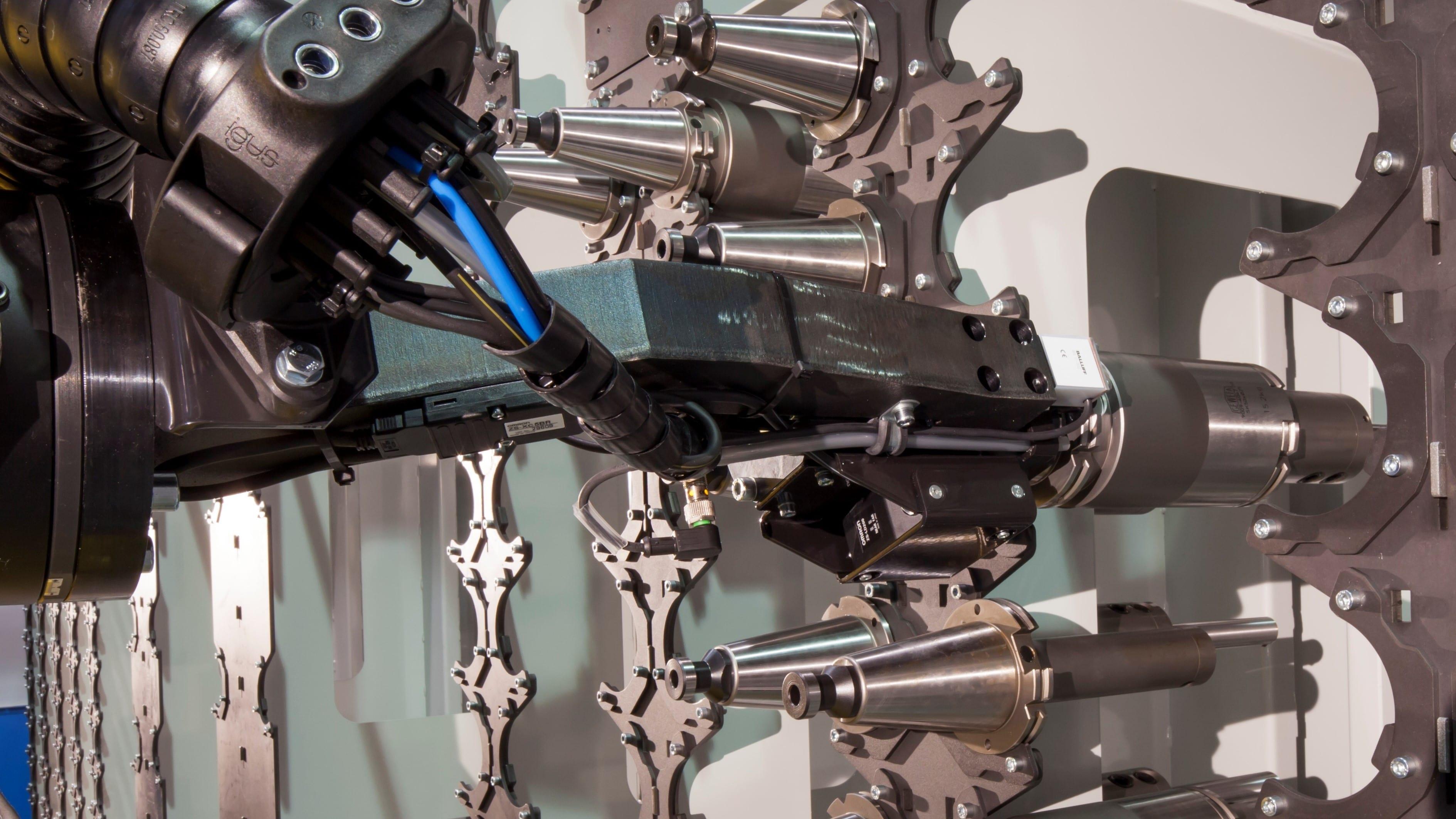 Integrieren Sie Werkzeugautomatisierung, automatisiertes Laden, Waschen, Markieren, Messen und andere Prozesse in Ihr Roboter-FMS.